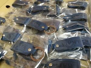 odiniai raktu pakabukai